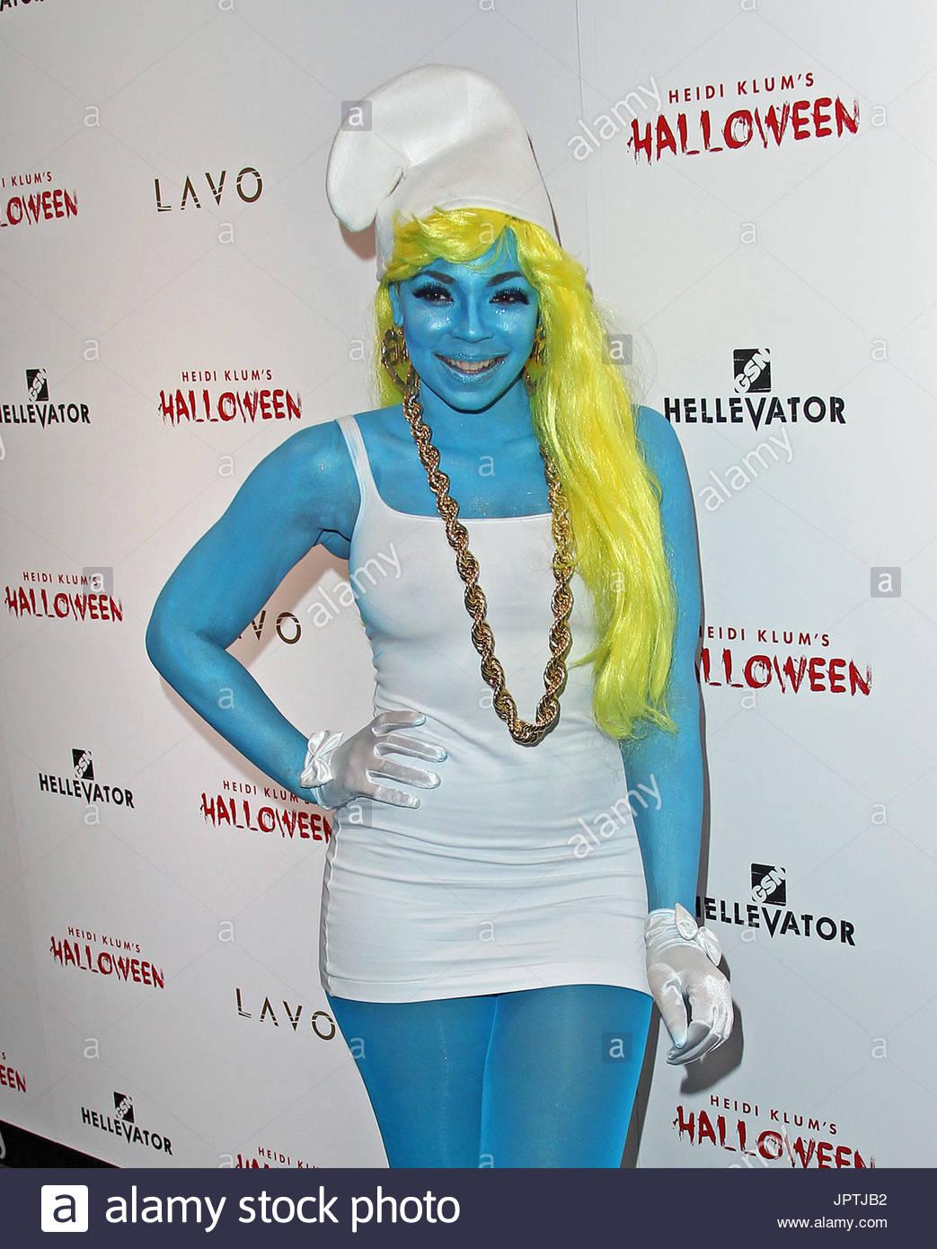 Ashanti. Ashanti abgebildet in ihrem Halloween-Kostüm verkleidet als ...