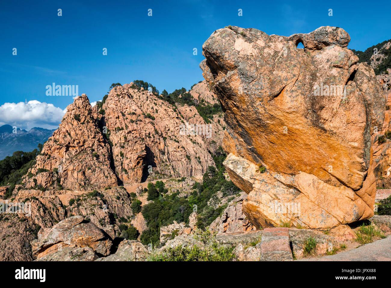 Orange ist Granitfelsen, in Les Calanches de Piana, UNESCO-Weltkulturerbe, Corse-du-Sud, Korsika, Frankreich Stockbild