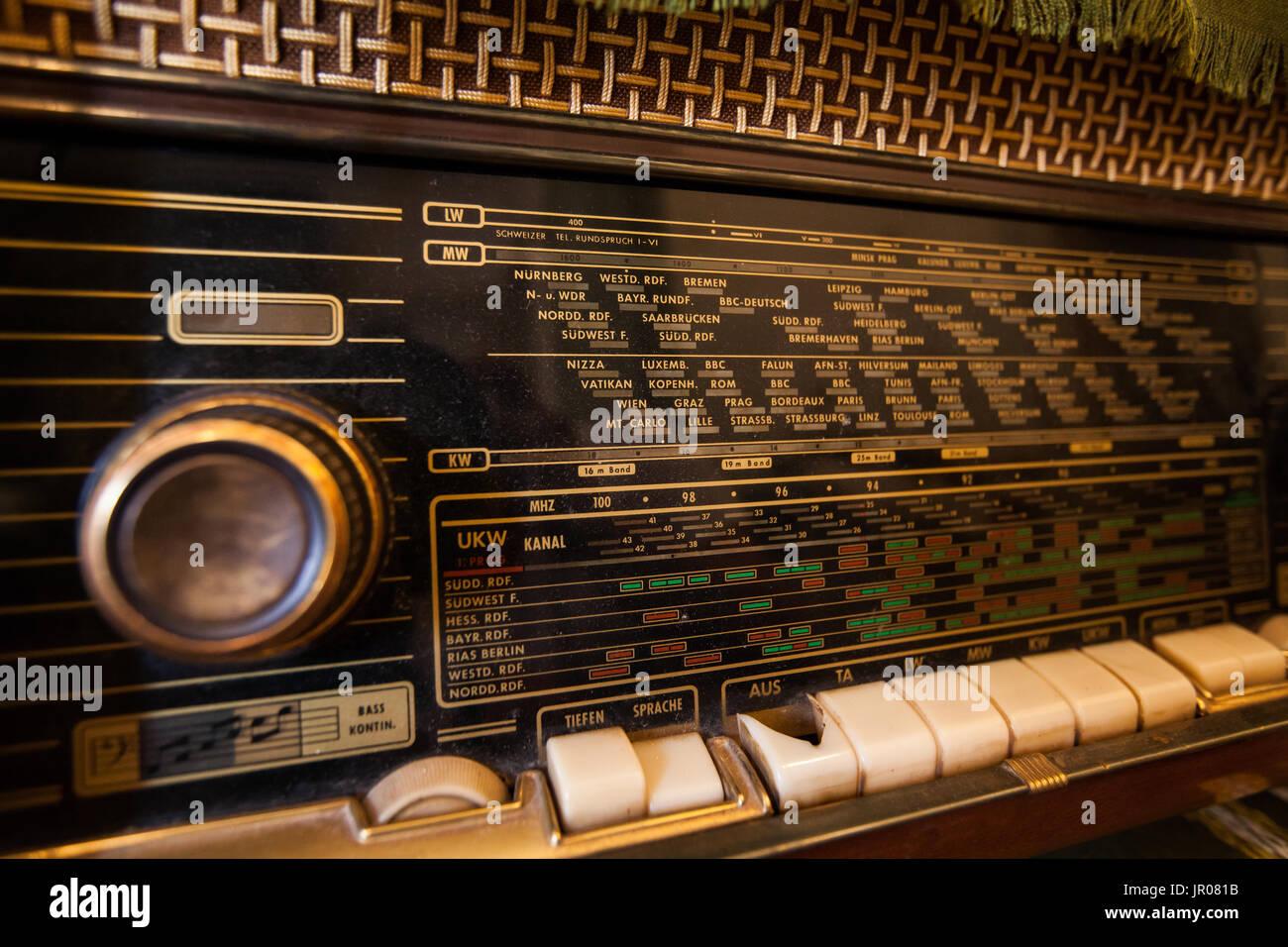 alte retro radio vintage radio skala nahaufnahme. Black Bedroom Furniture Sets. Home Design Ideas