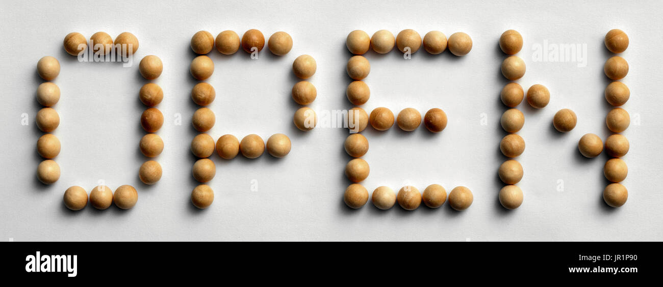"Foto aus dem Wort ""open"" mit Holz Push-Pins ausgeschrieben Stockbild"