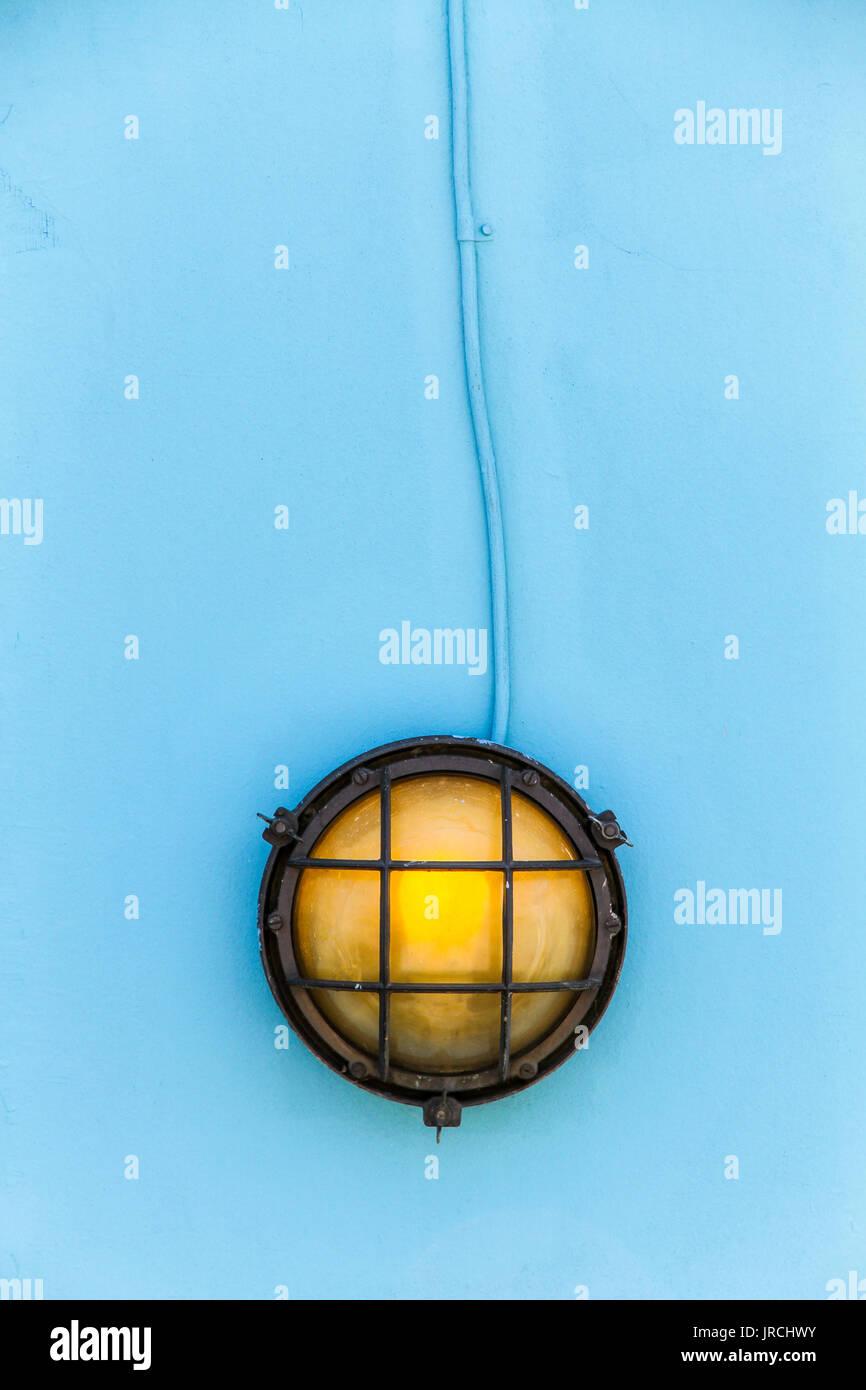 Schiff gelb Deck Lampe (Schott) durch Metall verrosteten Rahmen zu ...
