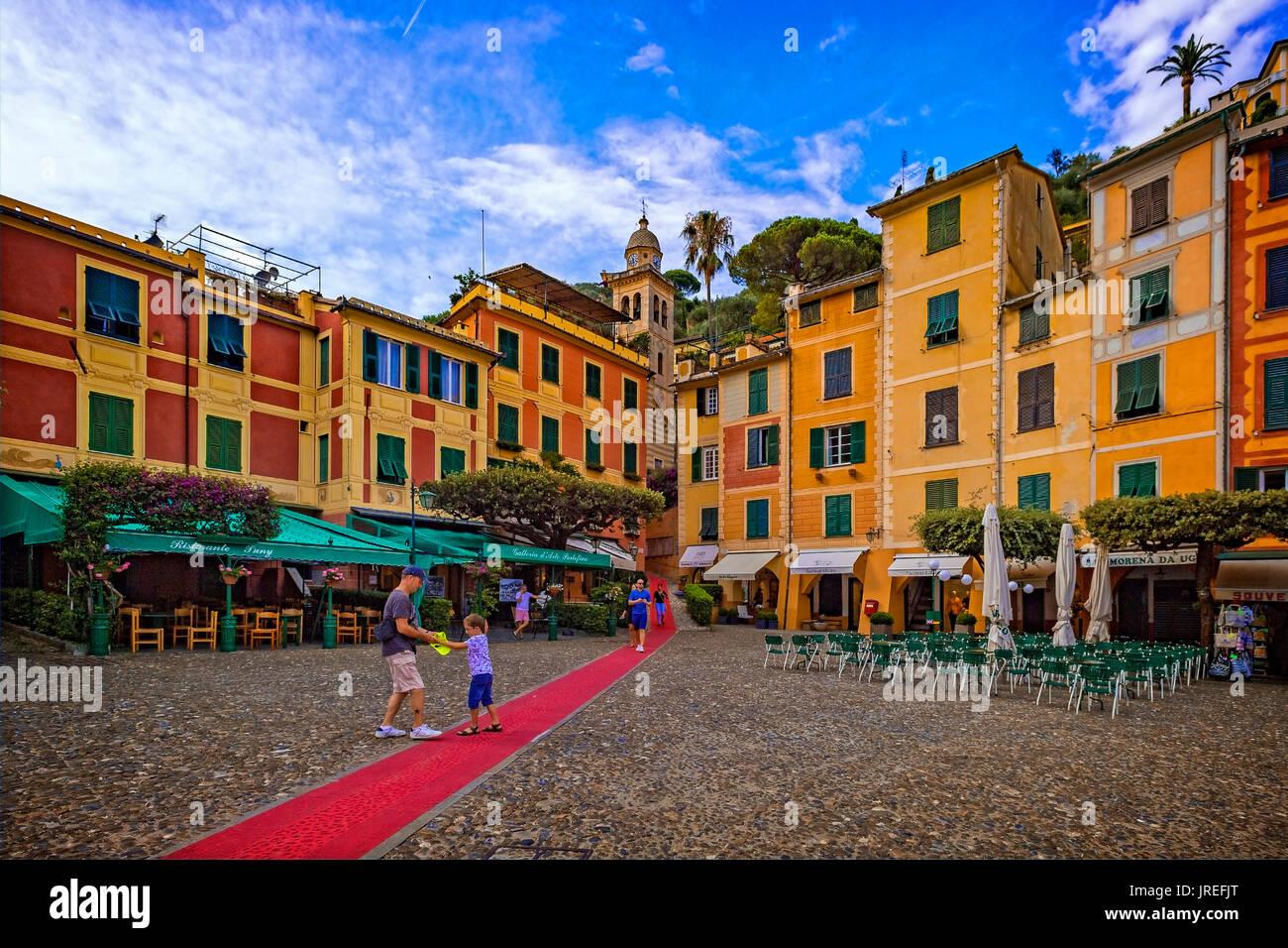 Italien Ligurien Monte Portofino Park - Portofino - die Piazzetta (roter Teppich - der längste rote Teppich in der Welt, die von Rapallo nach Portofino in einen Pfad von 8 kommt Km) Stockbild