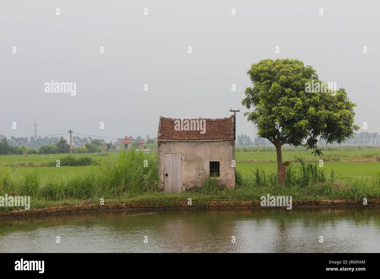 Kleines Haus in See Stockfoto, Bild: 152266876 - Alamy