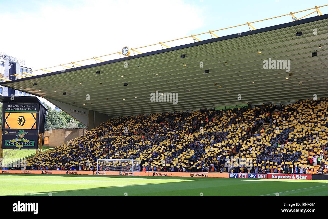 Wolverhampton Unterstützer buchstabieren Sie den Namen Carl auf der Tribüne zur Unterstützung von Carl Ikeme während Stockfoto