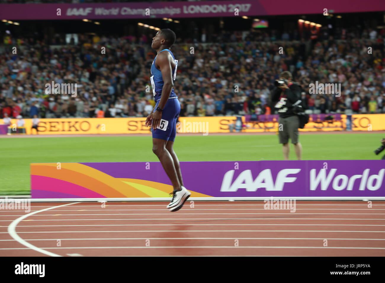 London, UK. 5. August 2017. CHRISTLICHEN COLEMAN (USA), 21, Pogo vor Freude, gewann als er Anzeigetafel liest um zu bestätigen, er nur die Silbermedaille in der Mens 100m-Finale während der London 2017 IAAF Leichtathletik Weltmeisterschaft im Queen Elizabeth Olympic Park am zweiten Tag des größten Sportereignisses 2017. Bildnachweis: Scott Mc Kiernan/ZUMA Draht/Alamy Live-Nachrichten Stockbild