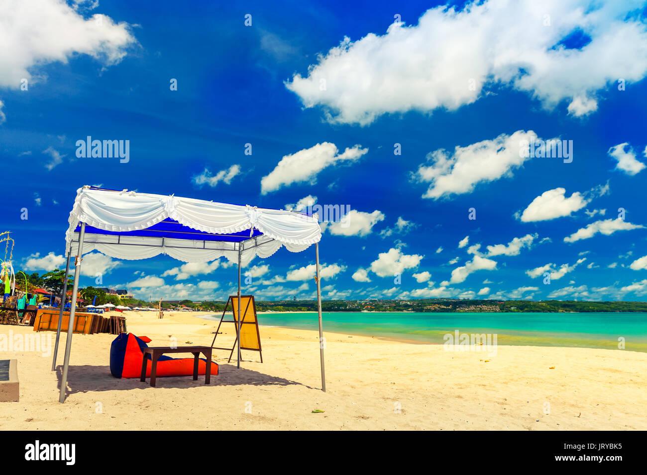 Bett Am Strand Fur Romantische Liebespaar Reisenden Touristen