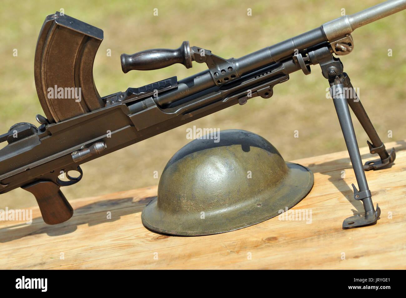 Maschinengewehrschützen mit runden Kugeln und Helme 2. Weltkrieg 1. Weltkrieg Dünkirchen d Tag Schlachten des Krieges Stockfoto