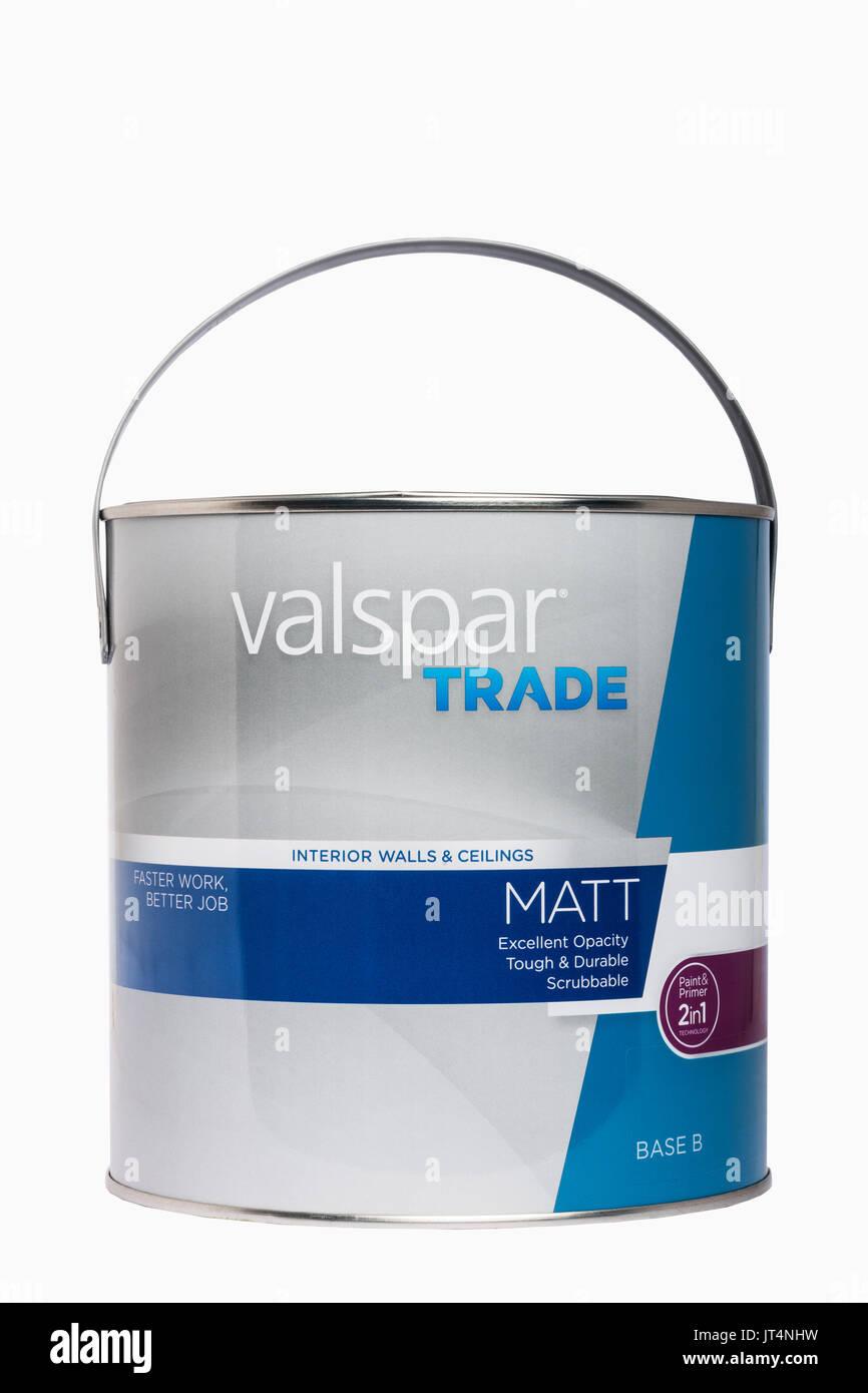 eine dose valspar handel dispersionsfarbe auf weißem hintergrund