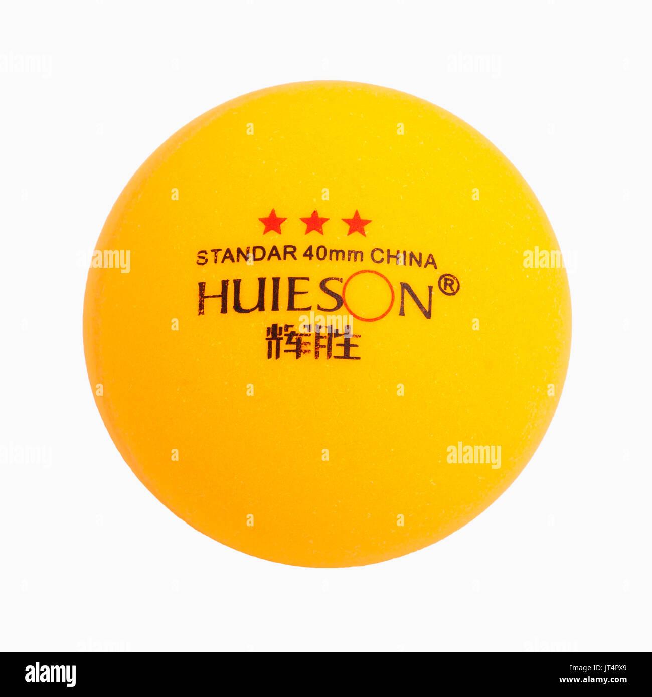 Ein 3-Sterne-Hotel Tischtennis Ball auf weißem Hintergrund Stockbild