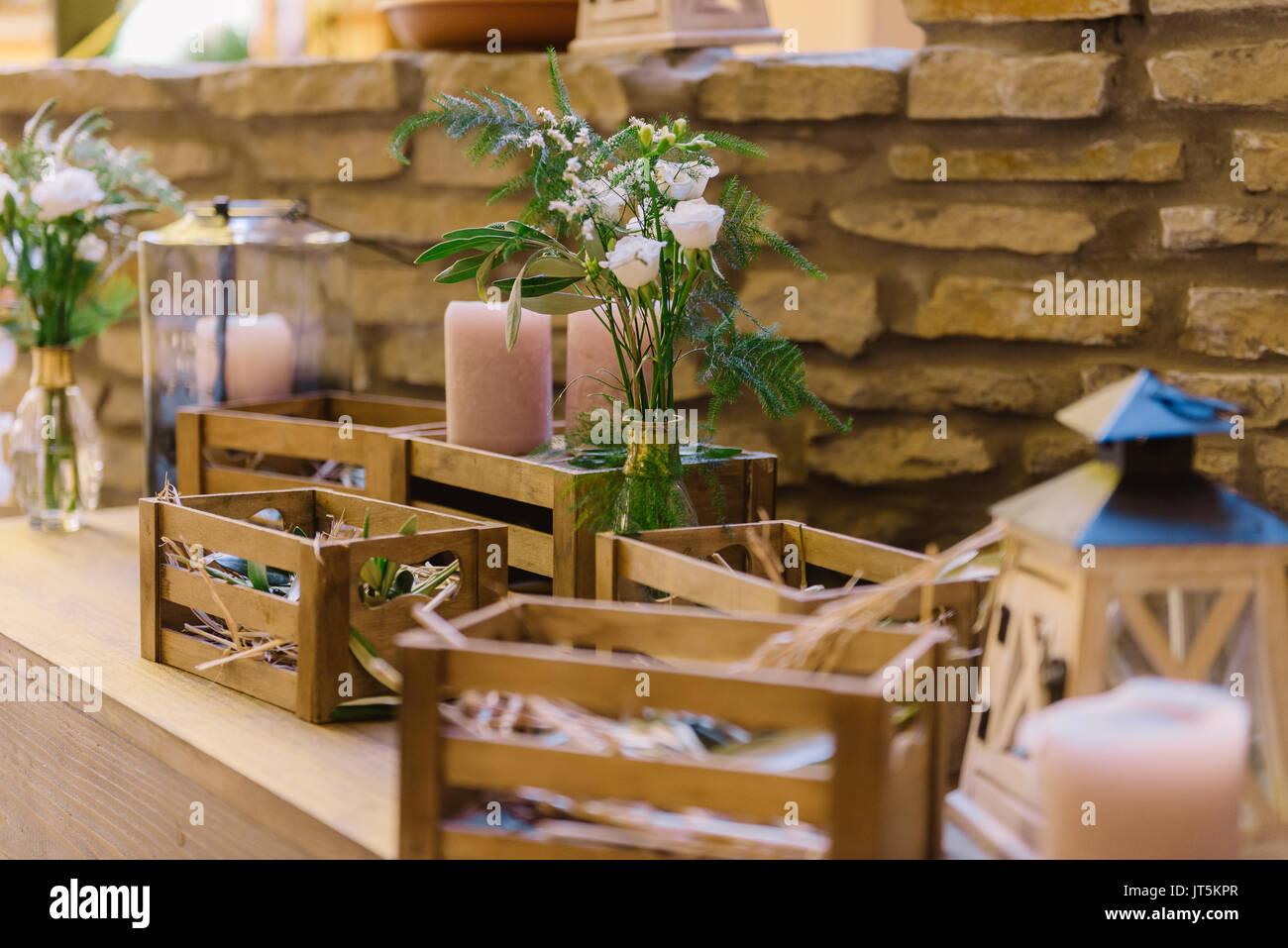 Hochzeit Dekoration Des Restaurants Mit Holzkisten Und Blumen Im