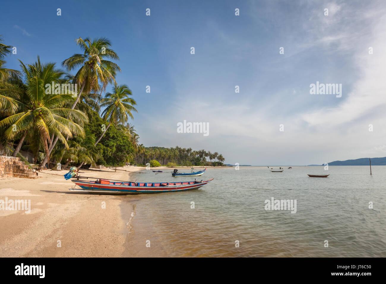Thai angeln Boote am Strand Thong Krut, Koh Samui, Thailand Stockbild