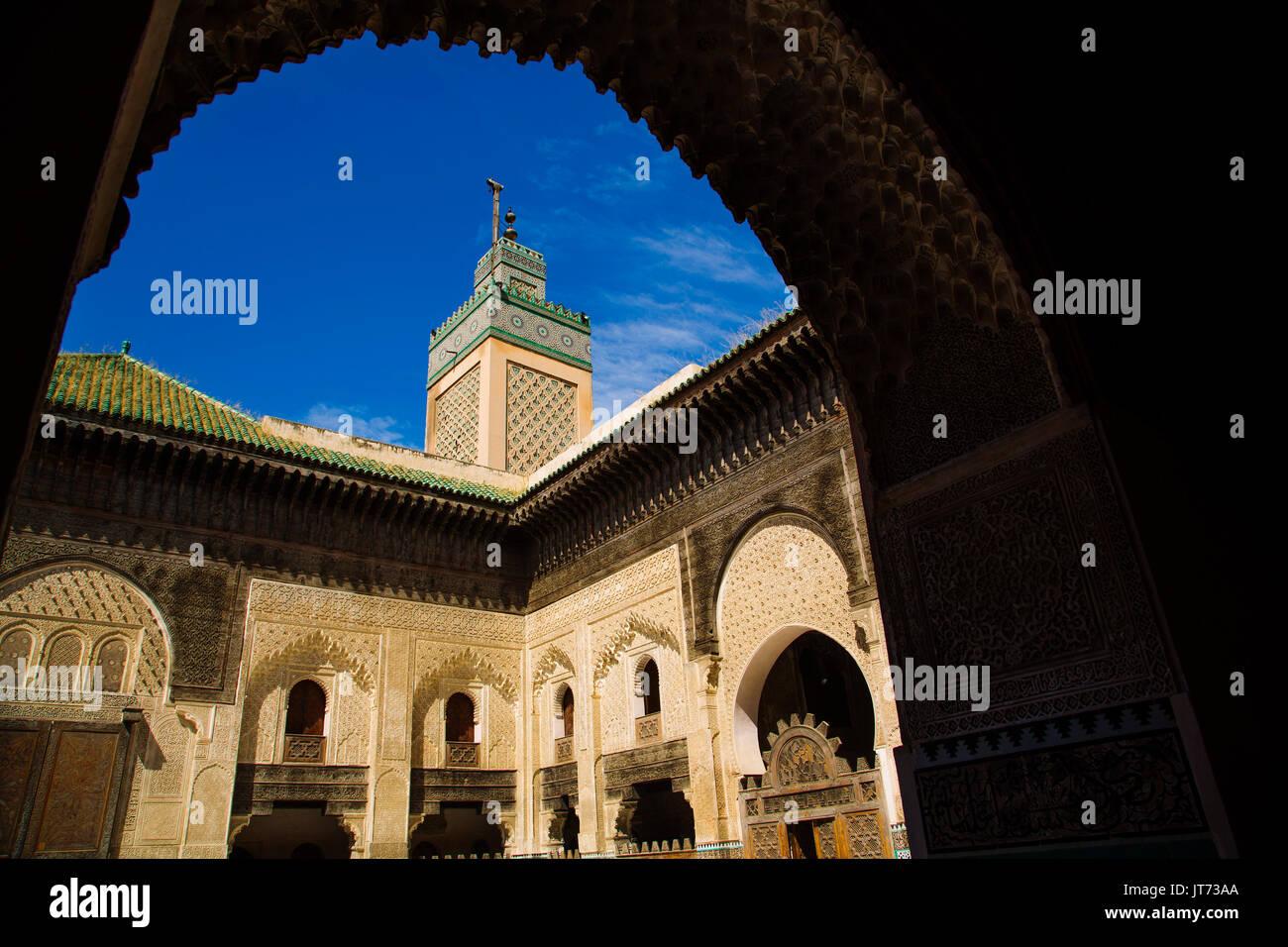 Die Madrasa Medersa Bou Inania oder Bu Inaniya. Souk Medina von Fes, Fes el Bali. Marokko, Maghreb Nordafrika Stockbild