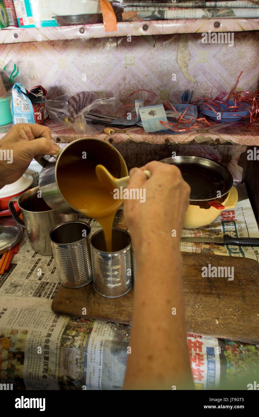 Traditionelle kaya Marmelade aus Eiern, Zucker und Kokosmilch in das kopitiam gemacht, Malaysia Stockbild