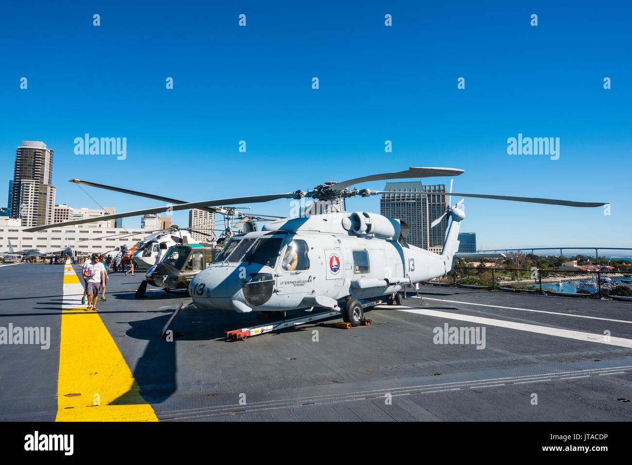 Hubschrauber auf dem Deck der USS Midway Museum, San Diego, Kalifornien, Vereinigte Staaten von Amerika, Nordamerika Stockbild