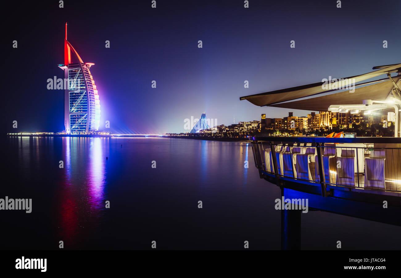 Burj al-Arab Nacht in Dubai, Vereinigte Arabische Emirate, Naher Osten Stockbild