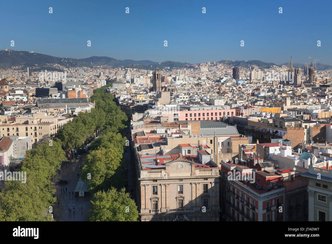 Blick von Kolumbus Monument (Monument a Colom) über La Rambla in Barcelona, Katalonien, Spanien, Europa Stockbild