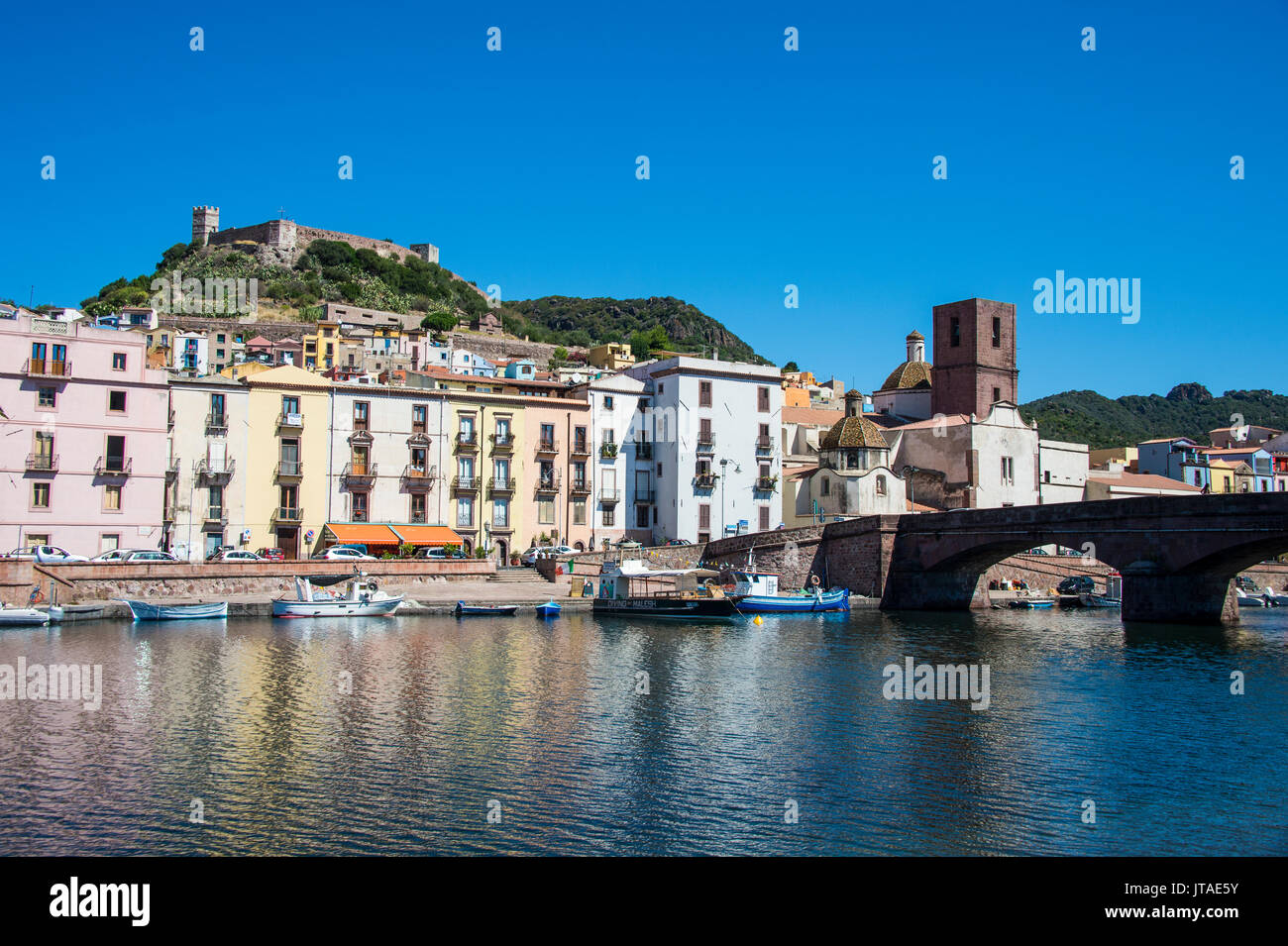 Die Stadt Bosa am Fluss Temo, Sardinien, Italien, Europa Stockbild