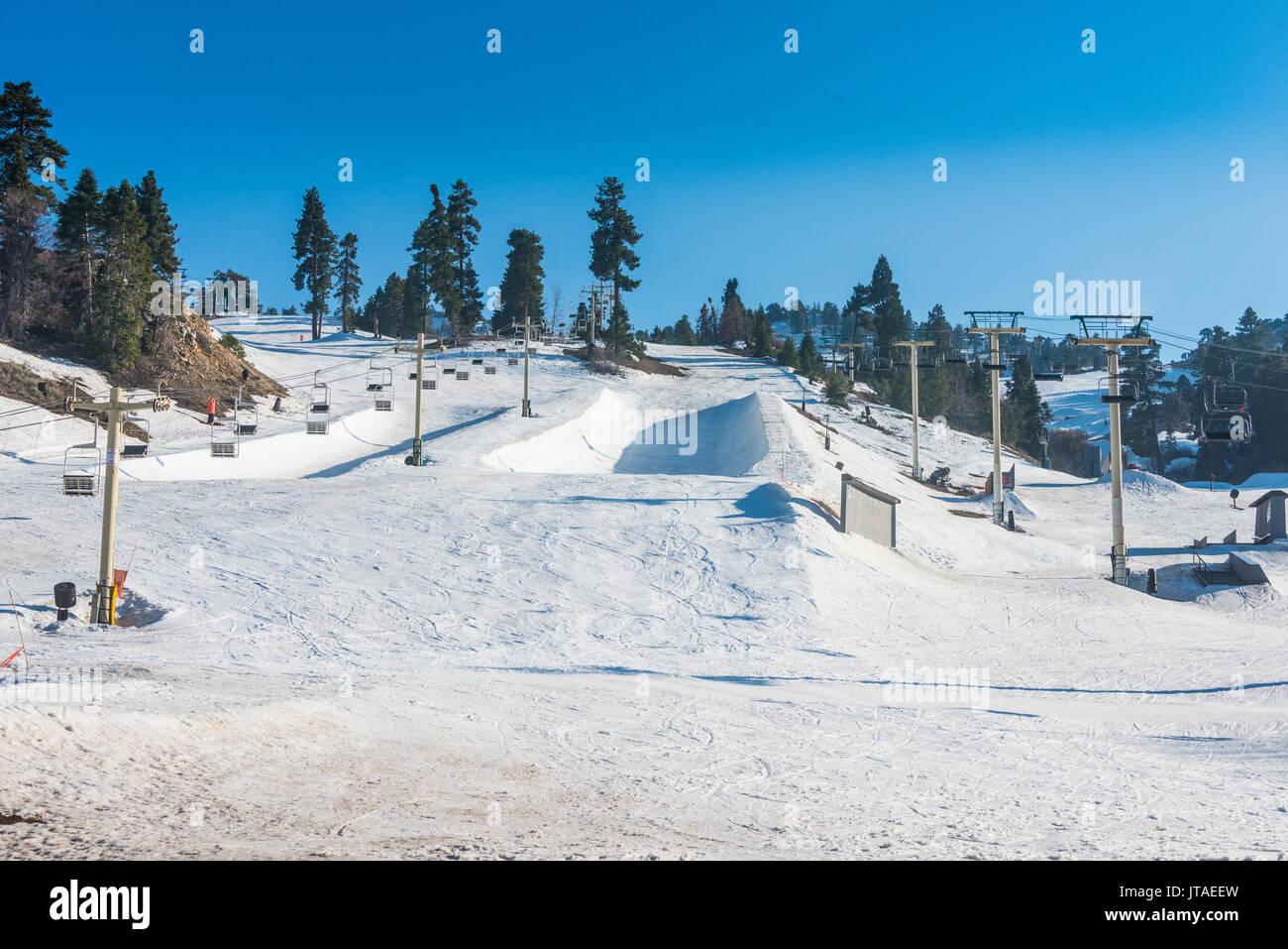 Skigebiet von Big Bear im Frühjahr, San Bernadino Bergen, Kalifornien, Vereinigte Staaten von Amerika, Nordamerika Stockbild