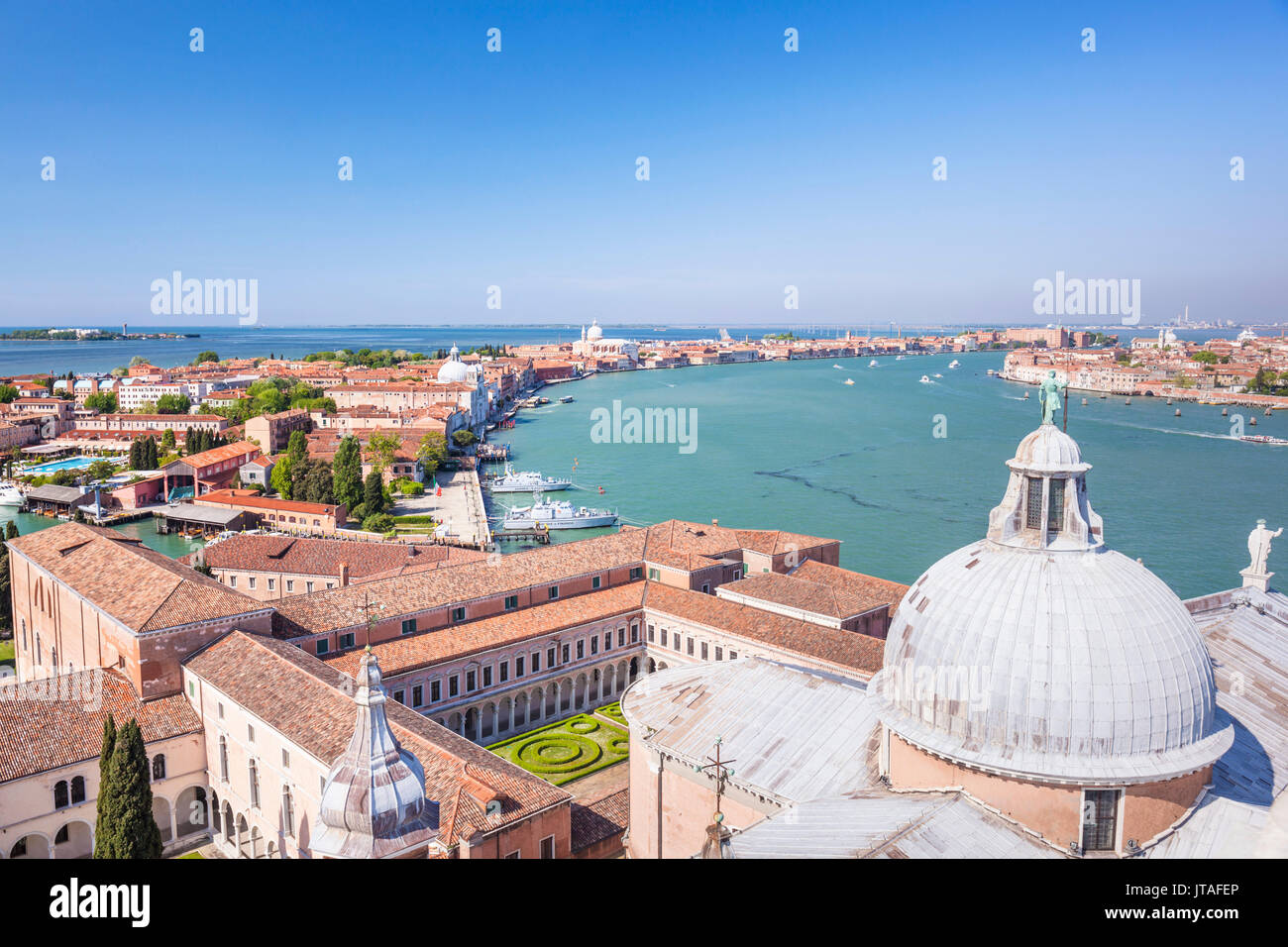 Kirche von San Giorgio Maggiore, das Dach und die Kuppel, mit Blick auf die Insel Giudecca, Venedig, UNESCO, Venetien, Stockbild