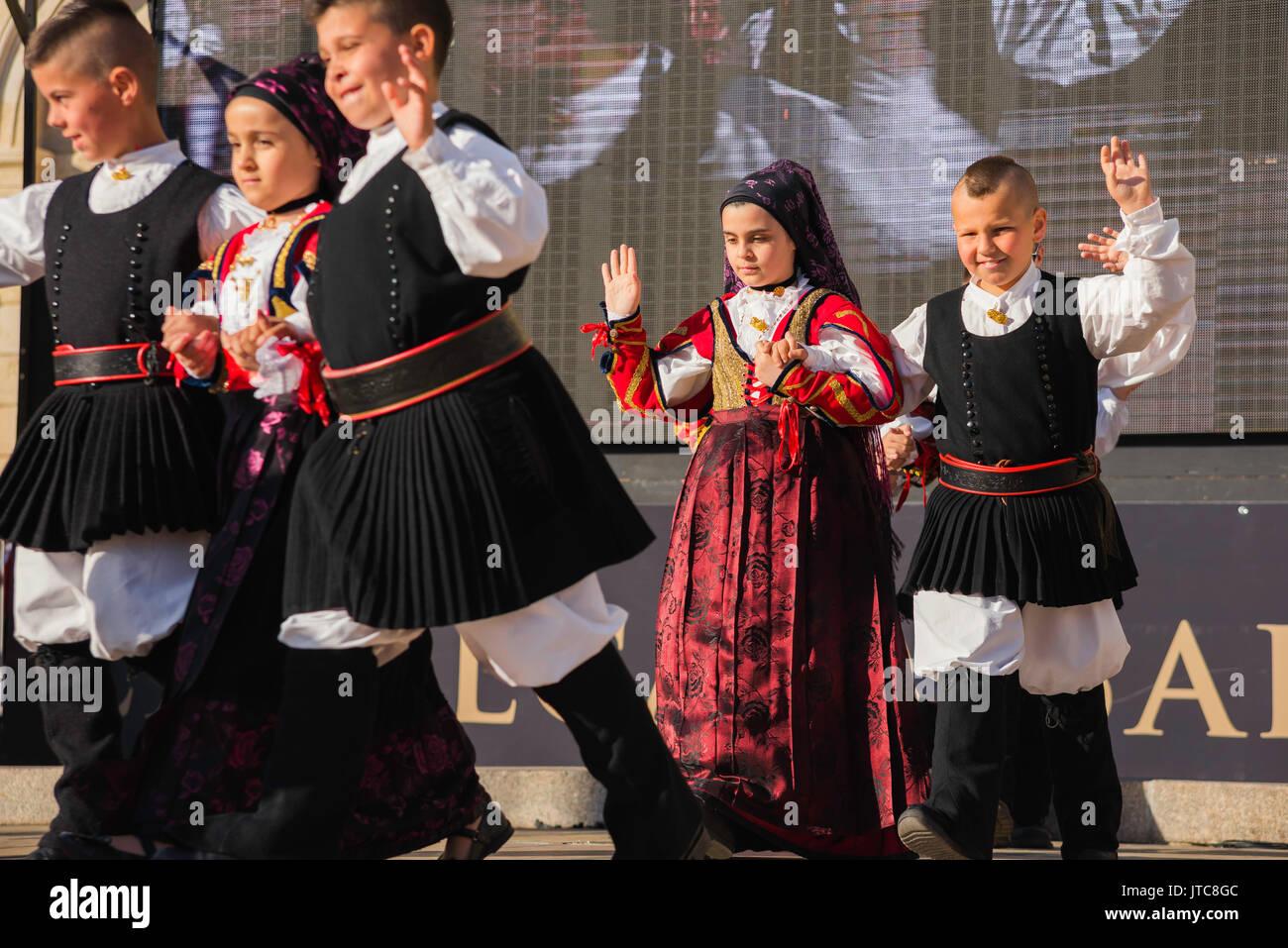 Sardinien Folk Festival, ein Kinder Volkstanzgruppe in der La Cavalcata Festival in Sassari, Sardinien teilnehmen. Stockbild