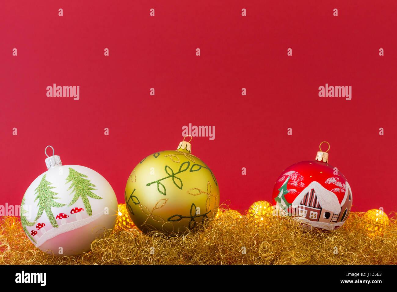 Led Licht Schoenen : Schönen handbemalten weißen grünen und roten weihnachtskugeln auf