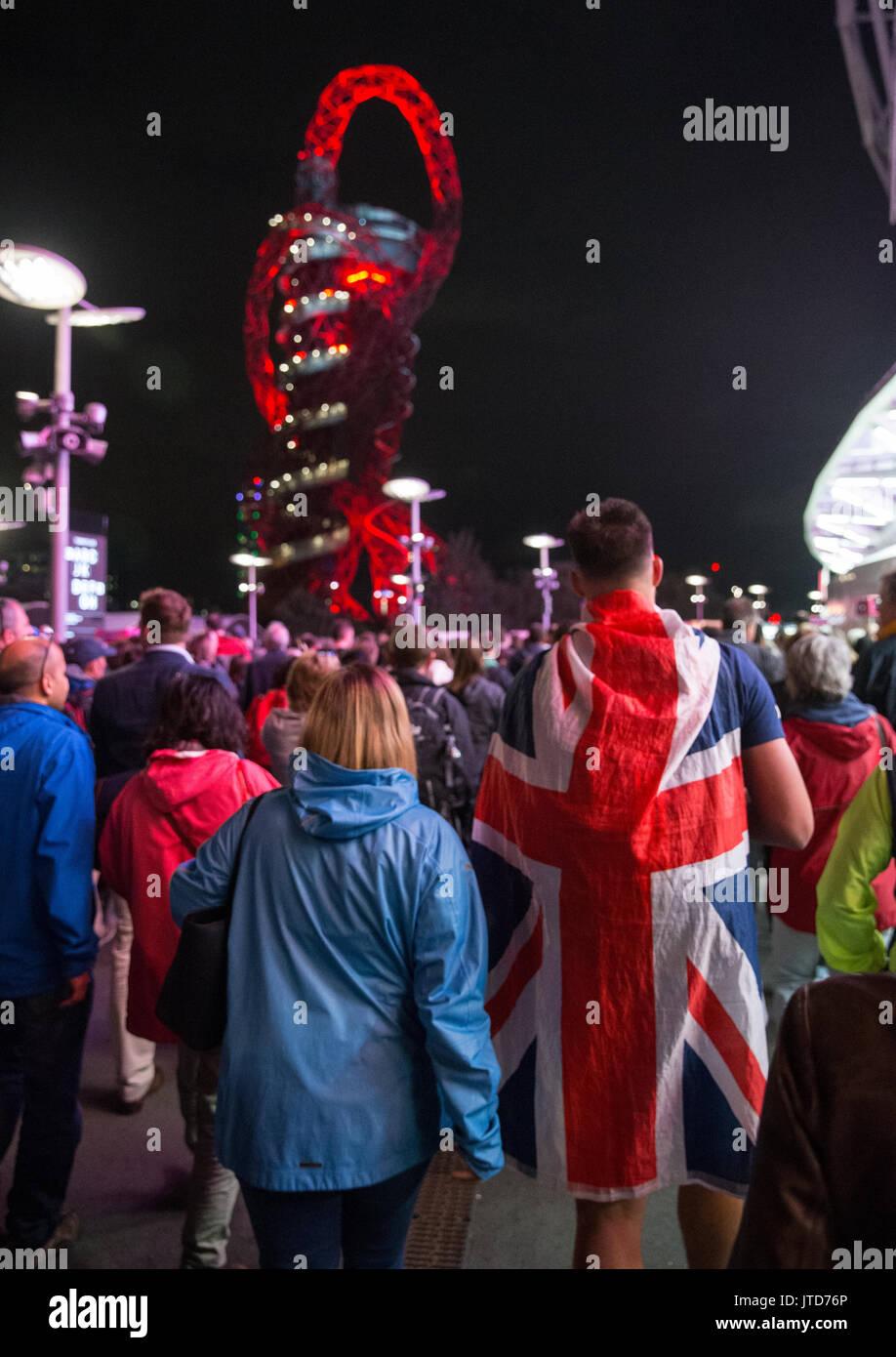 ArcelorMittal Orbit Turm von Anish Kapoor, dem höchsten Skulptur des Vereinigten Königreichs, am Olympiapark in der Nacht nach einem Abend der IAAF WM-Veranstaltungen Stockbild