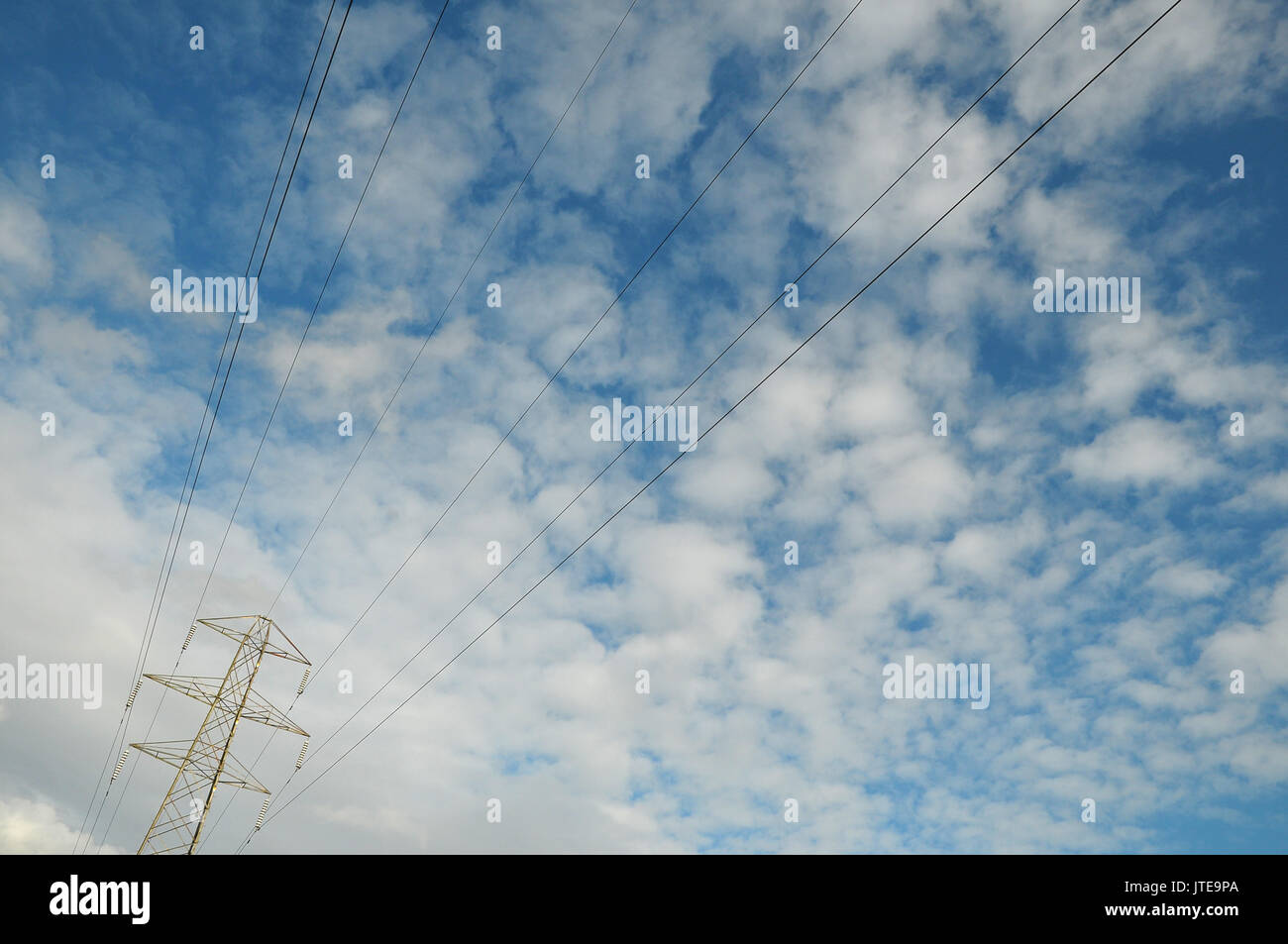 Overhead Electric Cables Stockfotos & Overhead Electric Cables ...