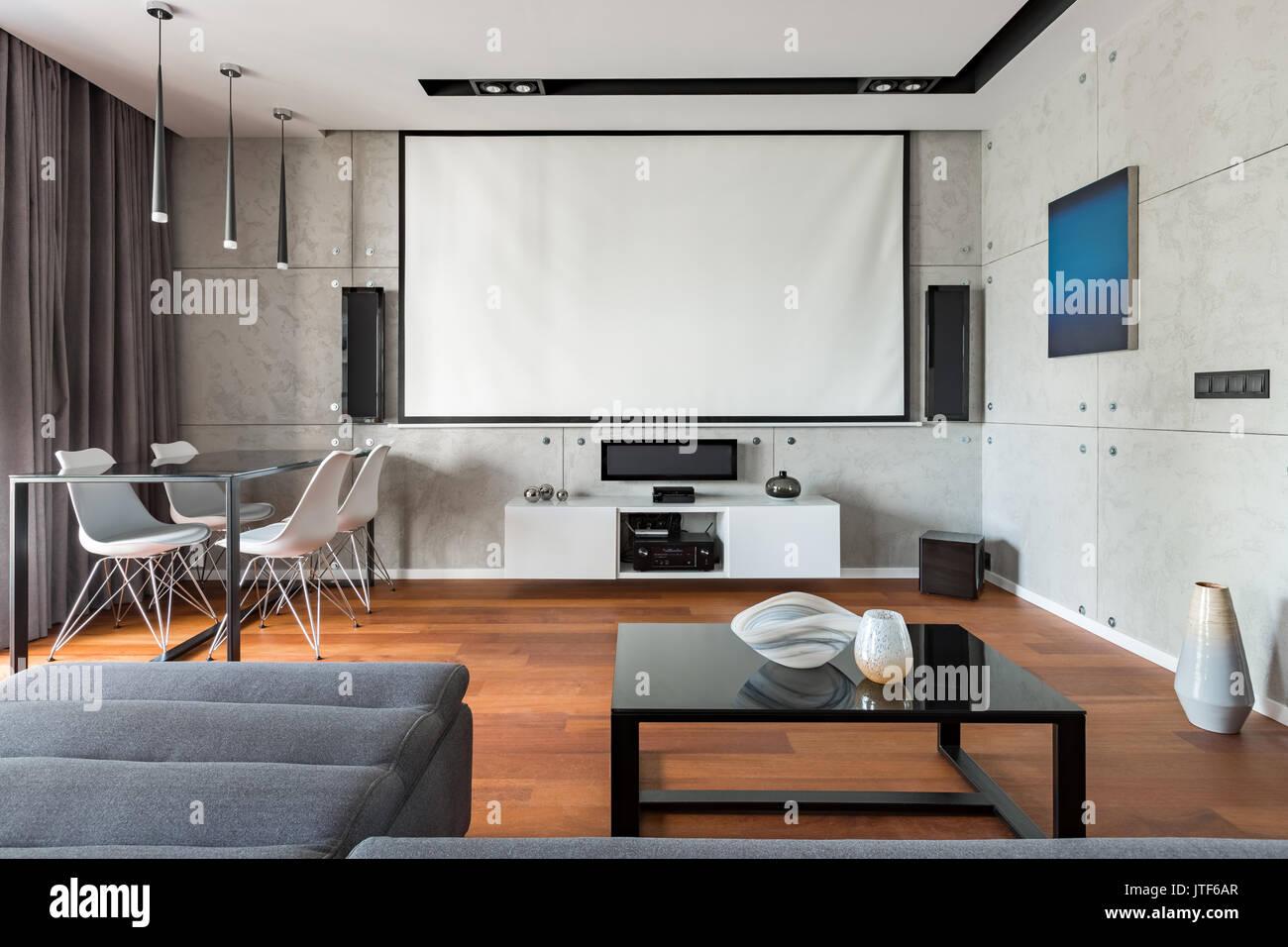 Home Interieur mit Leinwand, Tisch, Stühle und Schrank Stockfoto ...