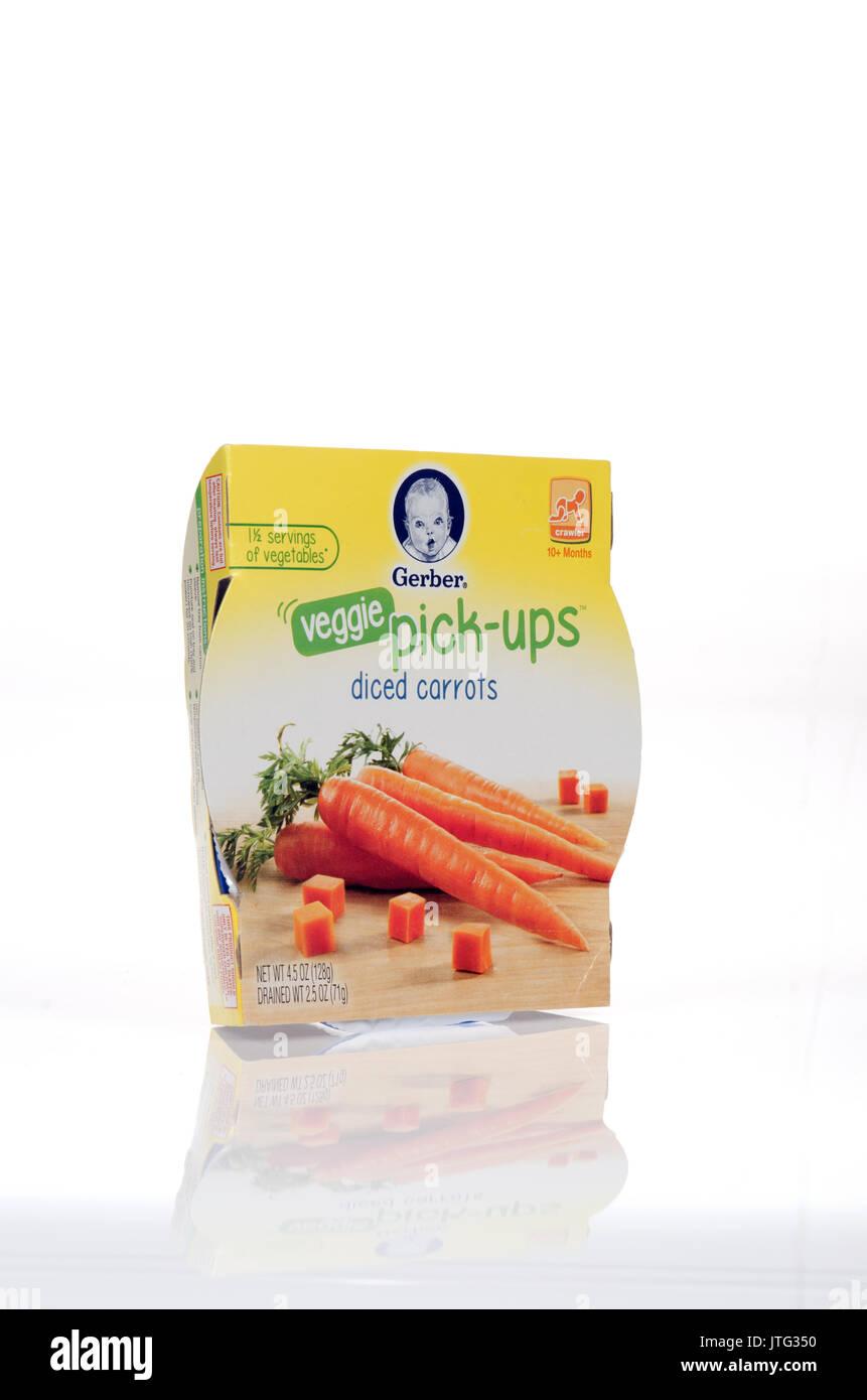 Paket von Gerber veggie Pick-ups gewürfelte Karotten Babynahrung auf weißem Hintergrund, Cut-out. USA Stockbild