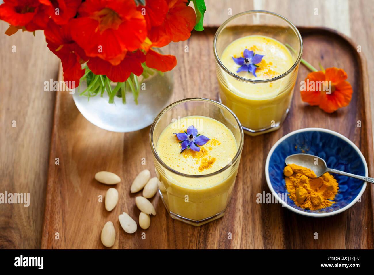 Gelbwurz smoothie Stockbild