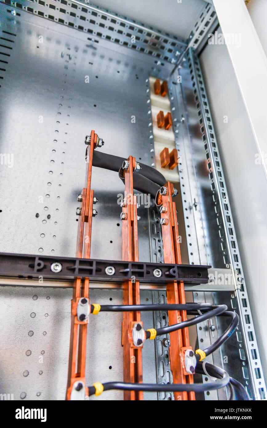 Niederspannungs-Gehäuse für Stromversorgung und Verteilung Strom. ununterbrochene, elektrische Spannung. Stockbild
