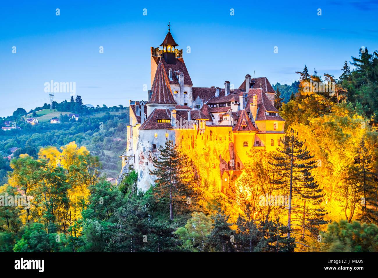 Schloss Bran, Rumänien. Atemberaubende HDR-Twilight-Bild der Dracula-Burg in Siebenbürgen, mittelalterlichen Stockbild