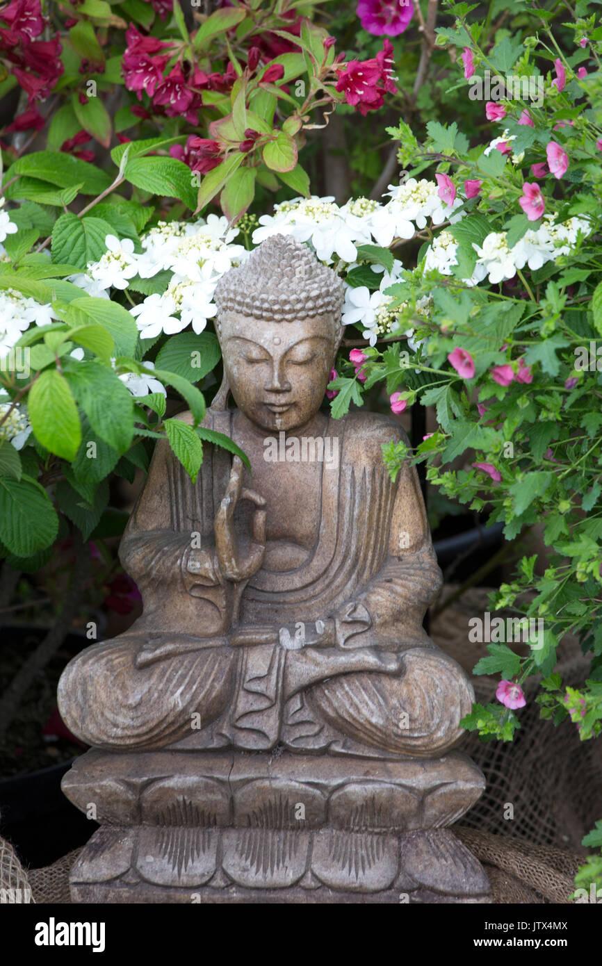 Buddha Statue Gartenskulptur Stockfotos Buddha Statue