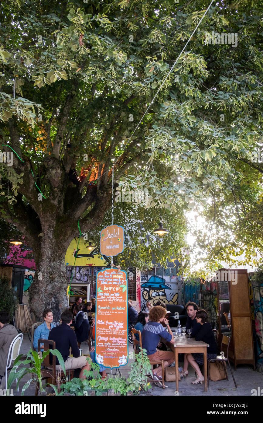Die La Gabut Gegend von La Rochelle, Ile-de-France, Frankreich, mit dem alternative Garküchen und Coffee Shops Stockbild