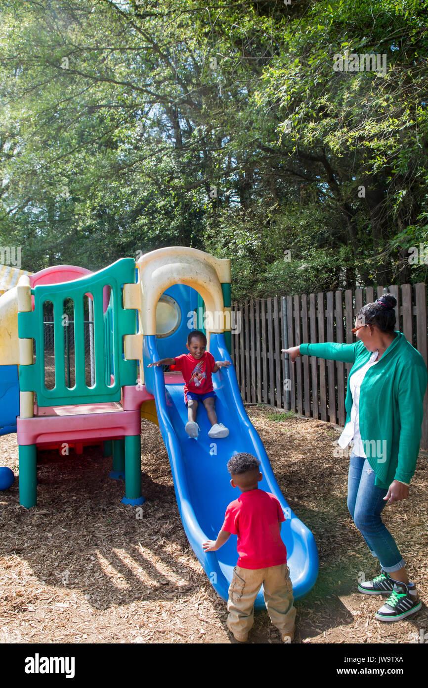 Charlotte, North Carolina - Kinder im Kopf Beginnen am Bethlehem Center. Das Zentrum dient Familien mit geringem Stockfoto