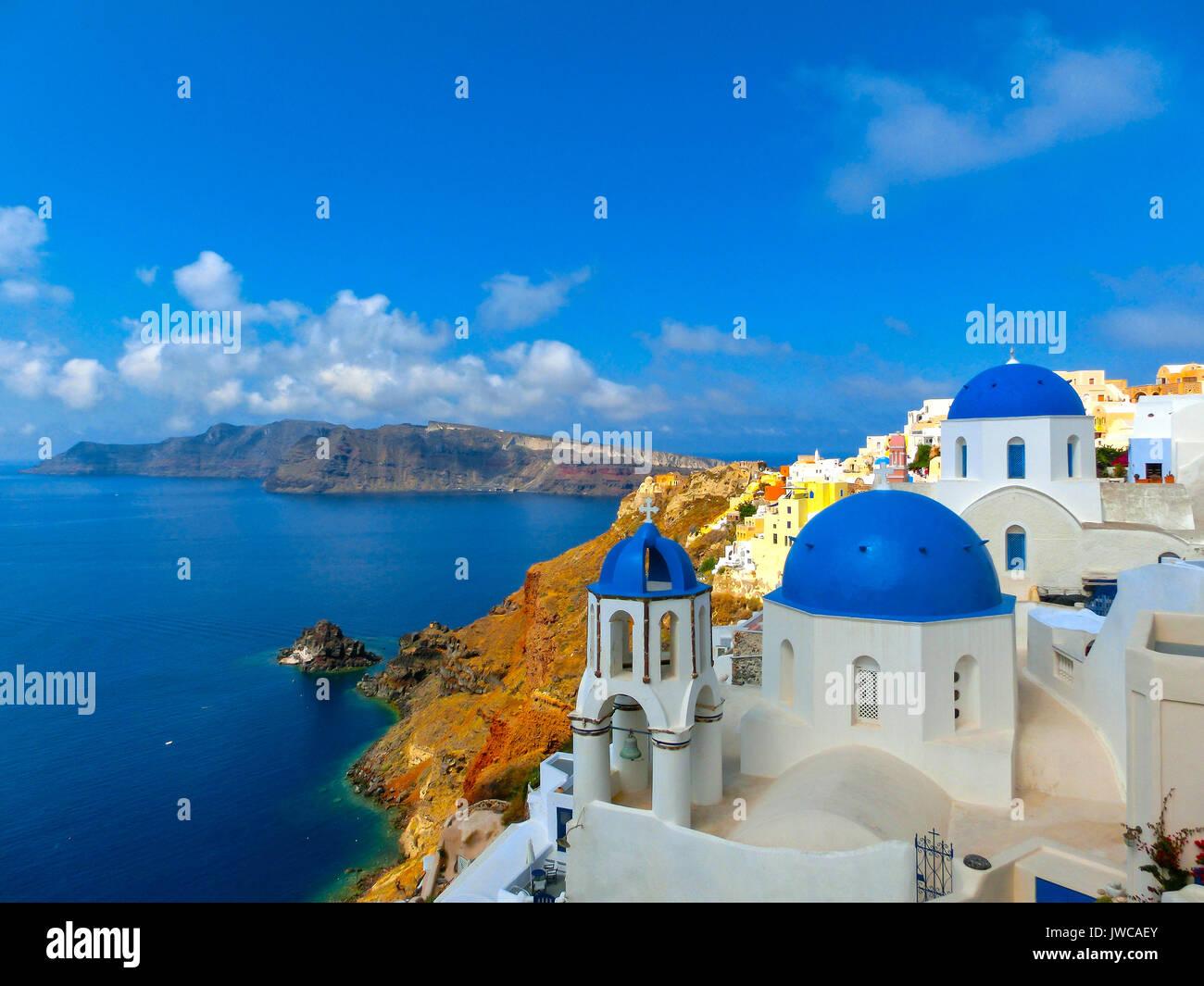 Blick auf das Meer vom Dorf Oia Santorini Insel in Griechenland Stockbild