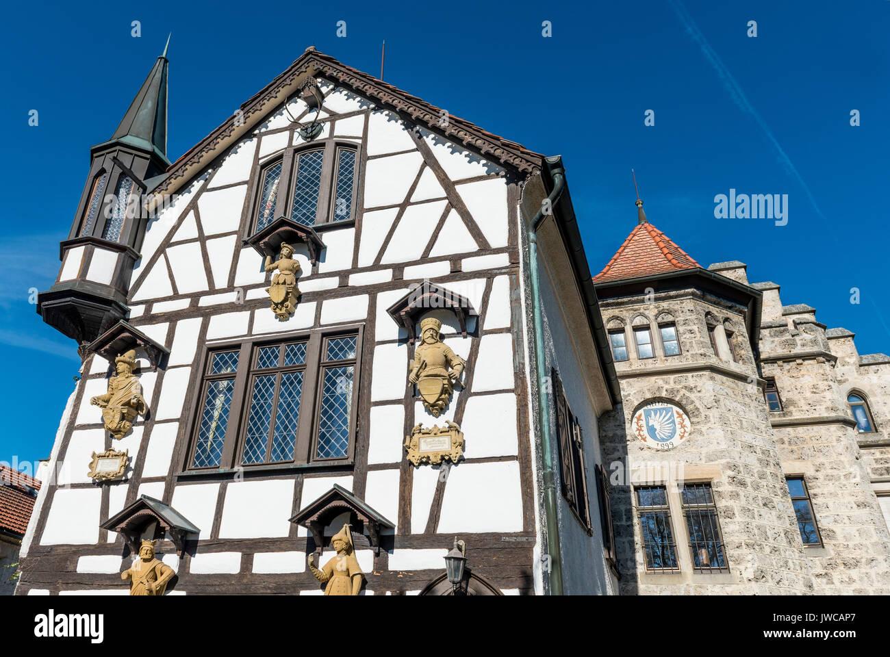 Hälfte - Fachwerkhaus Haus, mittelalterliche Giebeln und Dach, Schloss Lichtenstein, Baden-Württemberg, Deutschland Stockbild