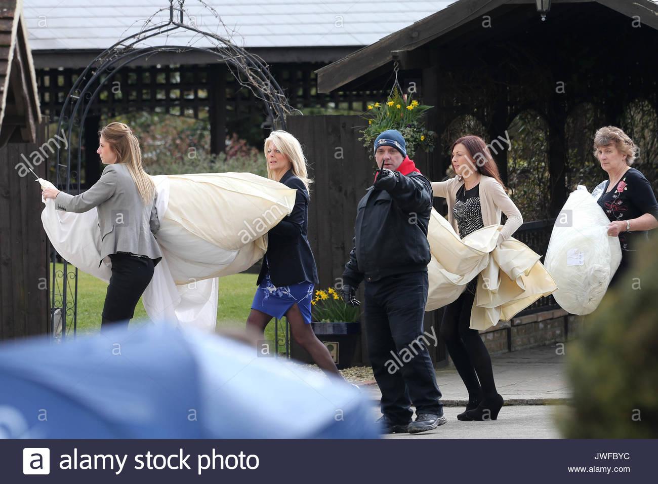 Erfreut Katie Preis Brautkleider Fotos - Hochzeit Kleid Stile Ideen ...