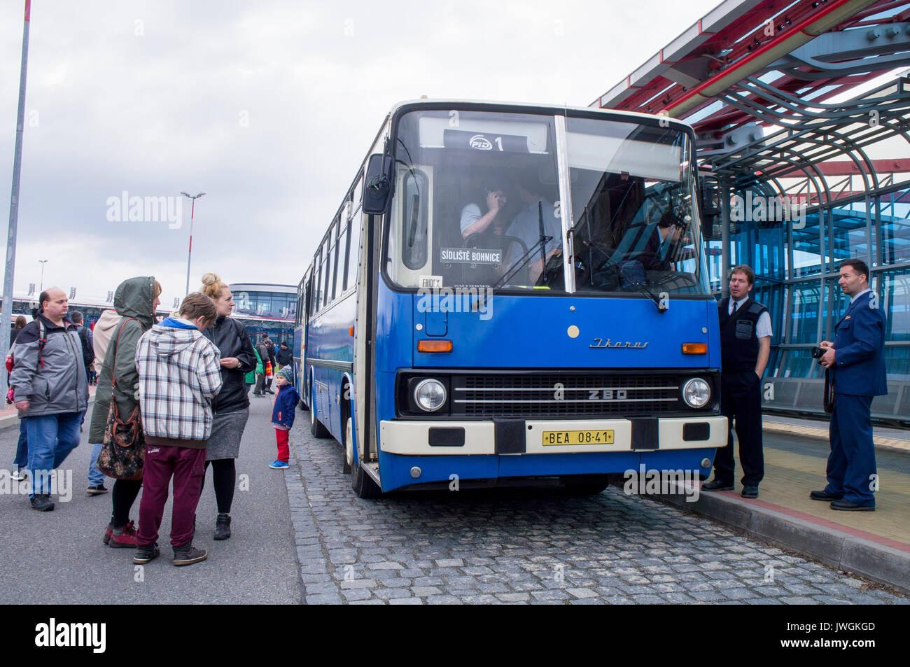 Ikarus 280 Gelenkbus S Bus 25 Jähriges Jubiläum Der Ropid Stockfoto