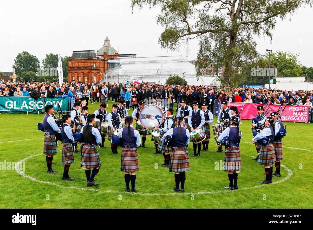 Glasgow, UK. 12 Aug, 2017. Es wurde geschätzt, dass mehr als 10.000 Zuschauer stellte sich dann heraus, dass der Stockfoto