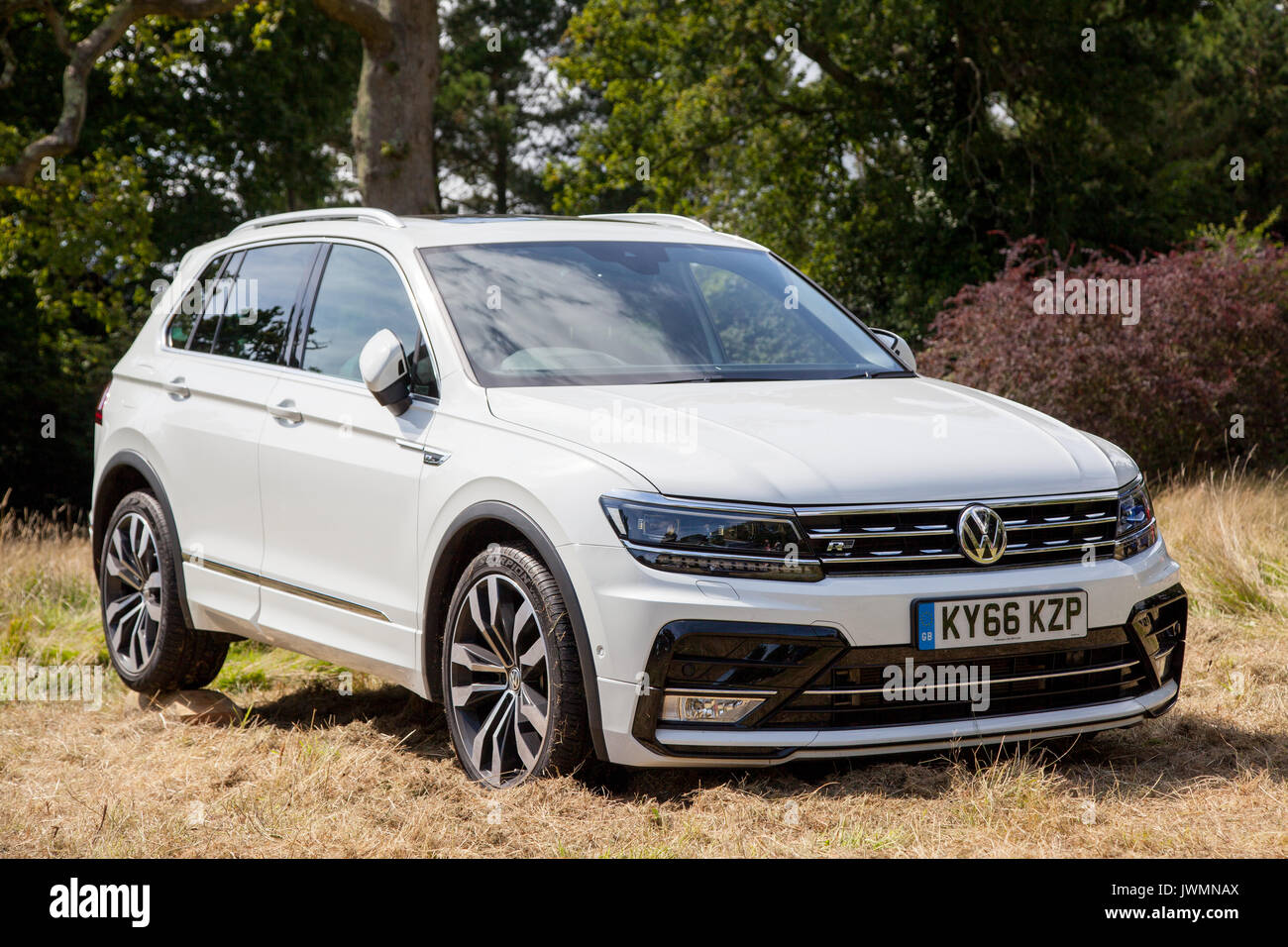 vw tiguan r line cuv suv stockfoto bild 153505154 alamy. Black Bedroom Furniture Sets. Home Design Ideas