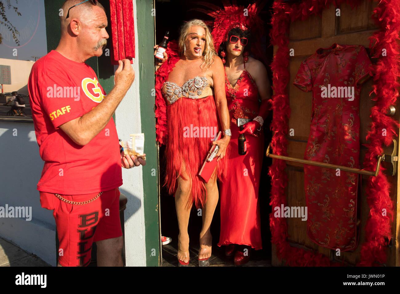 Nett Rotes Kleid Partei Galerie - Brautkleider Ideen - cashingy.info