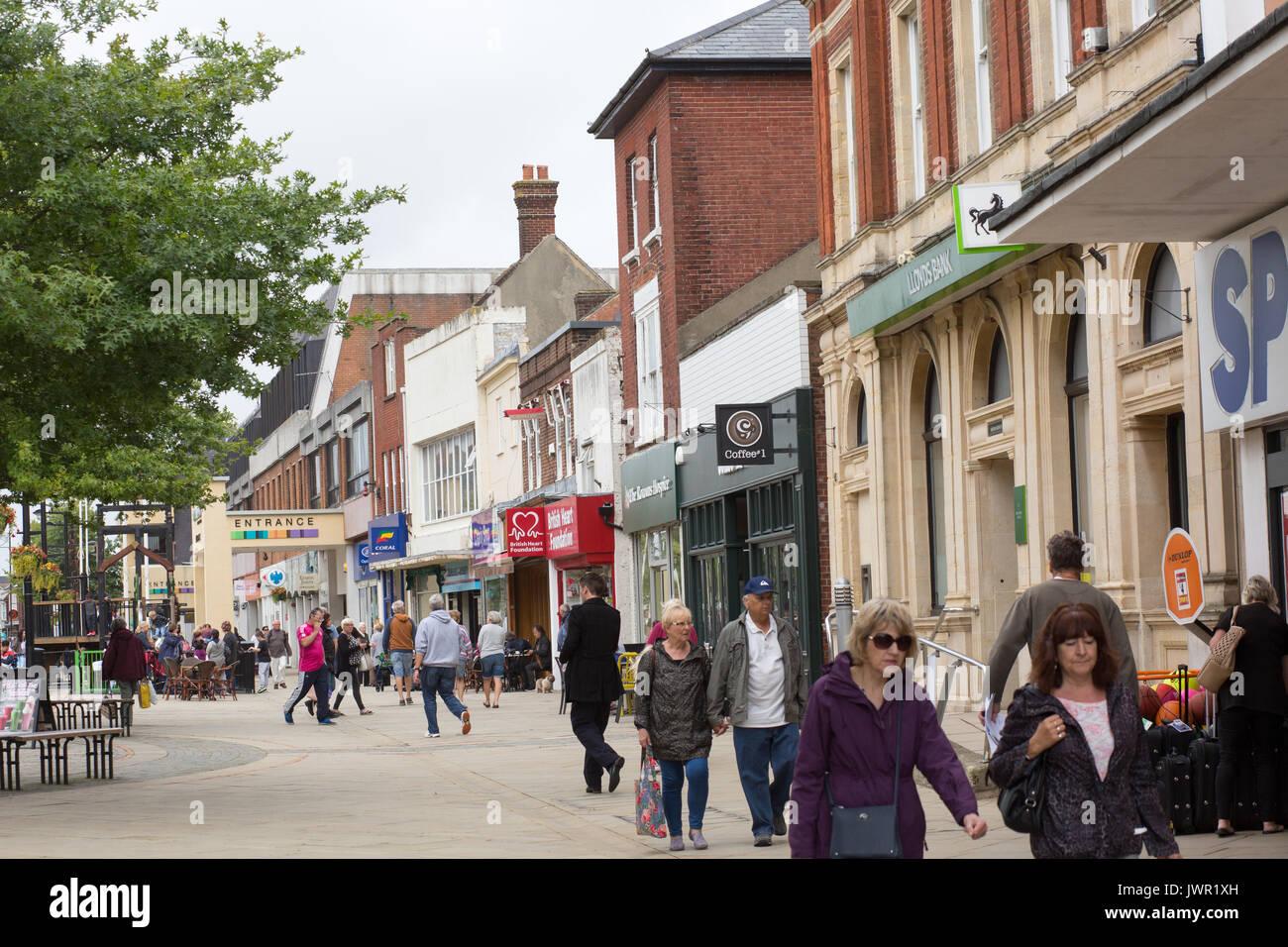 Fareham, einer kleinen Stadt in Hampshire. Das Foto zeigt die Fußgängerzone der West Street, der Haupteinkaufsstraße der Stadt. Stockbild