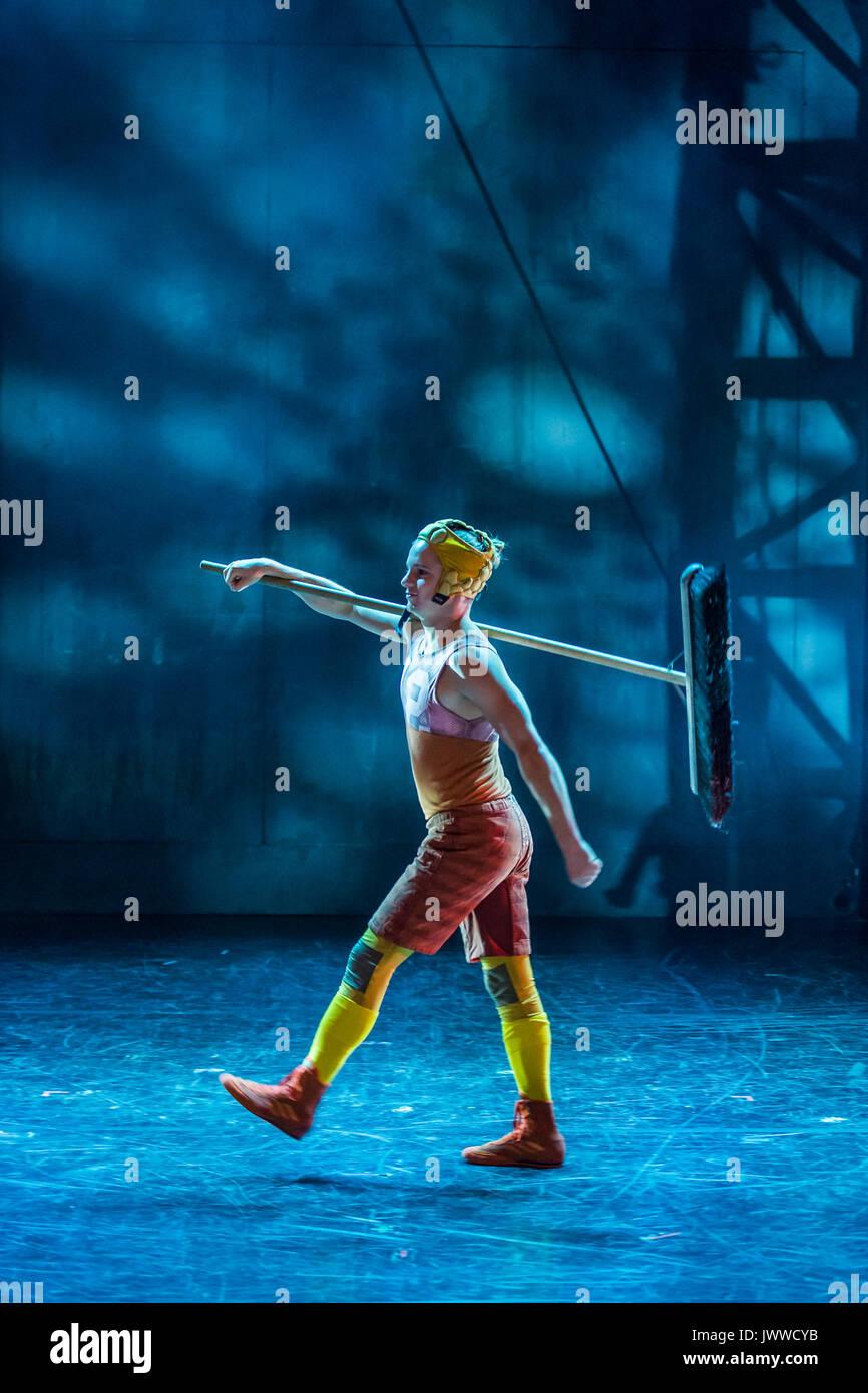 London, Großbritannien. 14. August 2017. Vorbereitung für den nächsten Akt-Cirkus Cirkör der BRITISCHEN Premiere Stockfoto