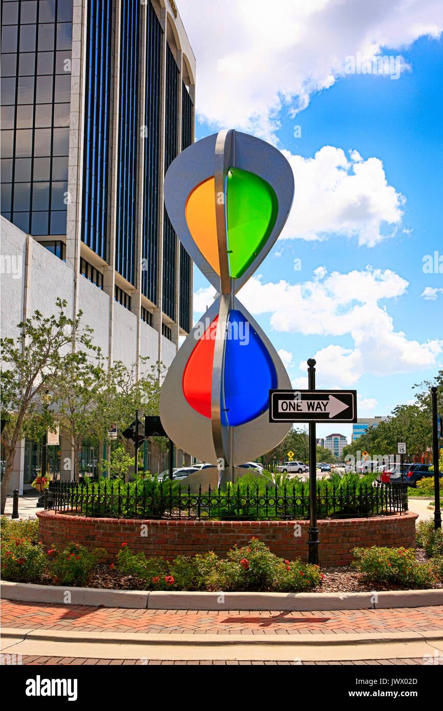 Kreisverkehr Skulptur an der Haupt- und Orange in der Innenstadt von Sarasota, FL, USA Stockbild
