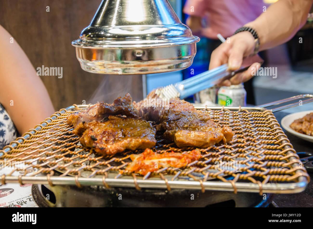 Fleisch Kochen Auf Ein Koreanisches Barbeque In Einem Koream
