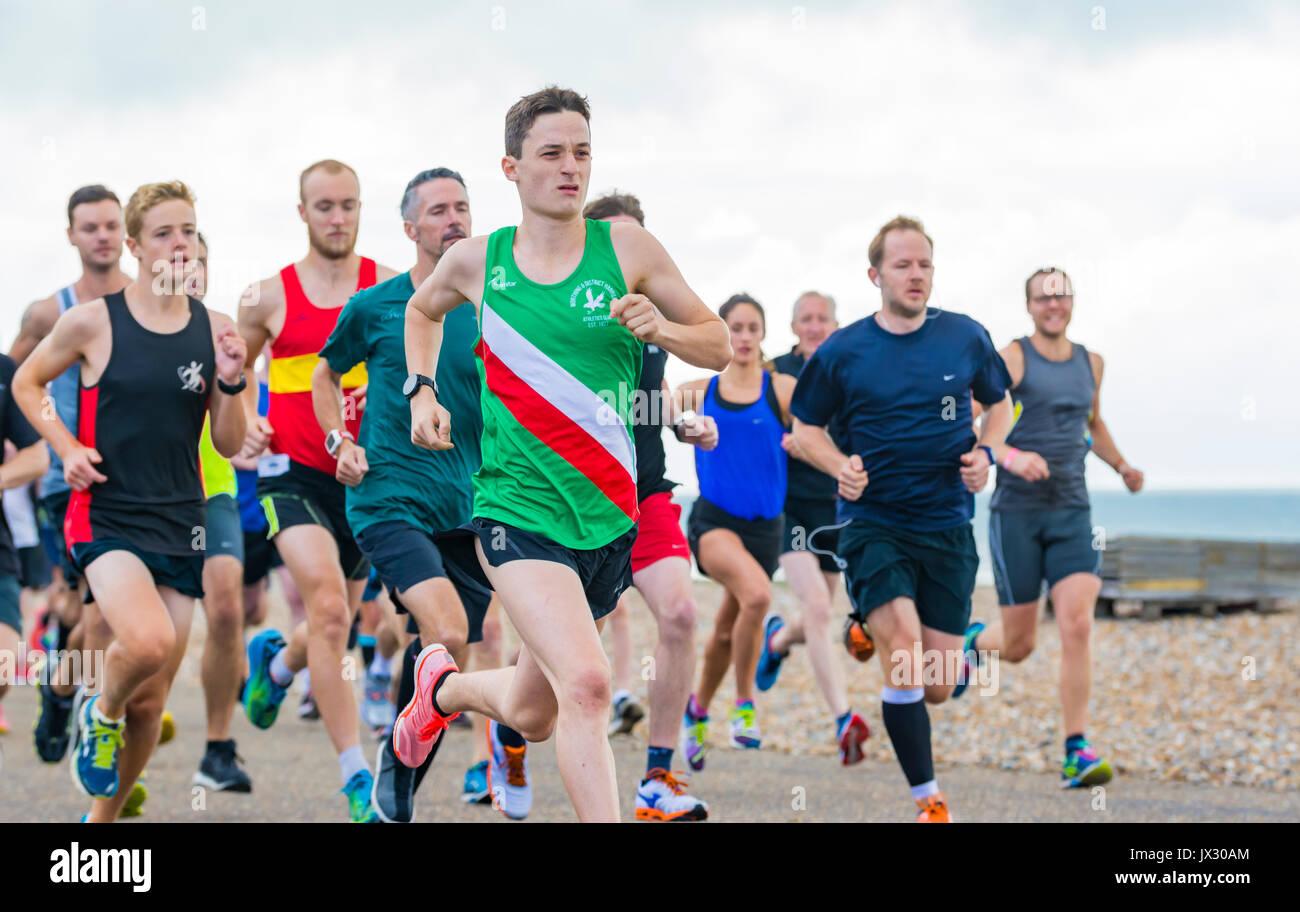 Läufer auf den wöchentlichen Vitalität Parkrun Ereignis in Worthing, West Sussex, England, UK. Stockbild