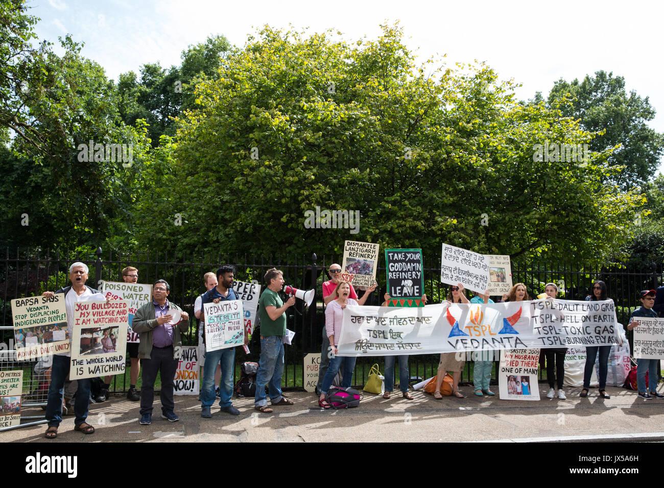 London, Großbritannien. 14. August 2017. Aktivisten aus Folie Vedanta und andere Gruppen protestieren außerhalb Stockfoto