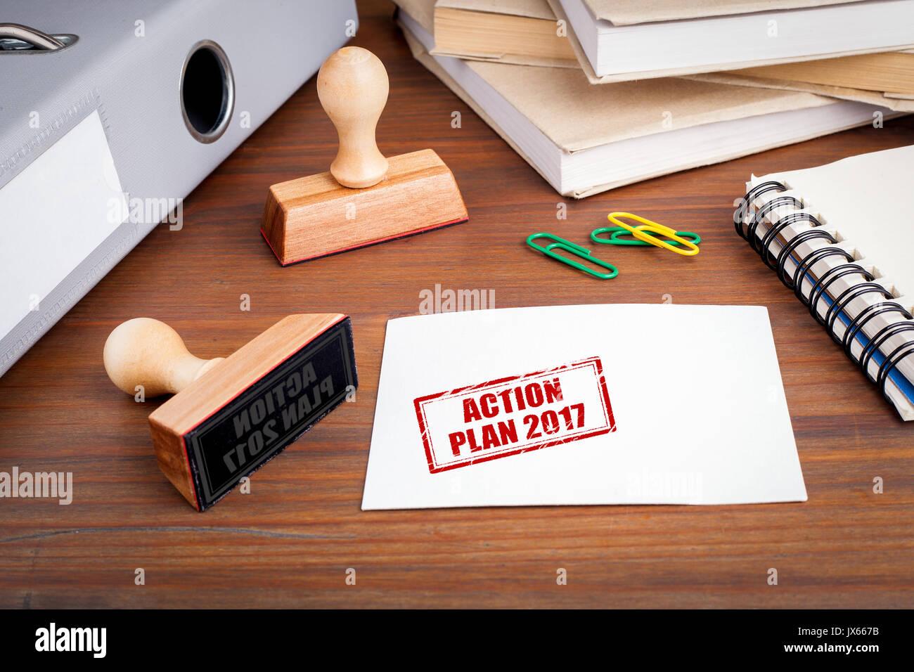 Aktionsplan 2017. Gummistempel auf dem Schreibtisch im Büro. Stockbild
