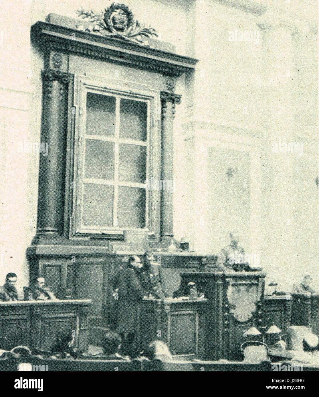 Leerer Rahmen, in dem Porträt des Zaren von Duma entfernt Stockfoto